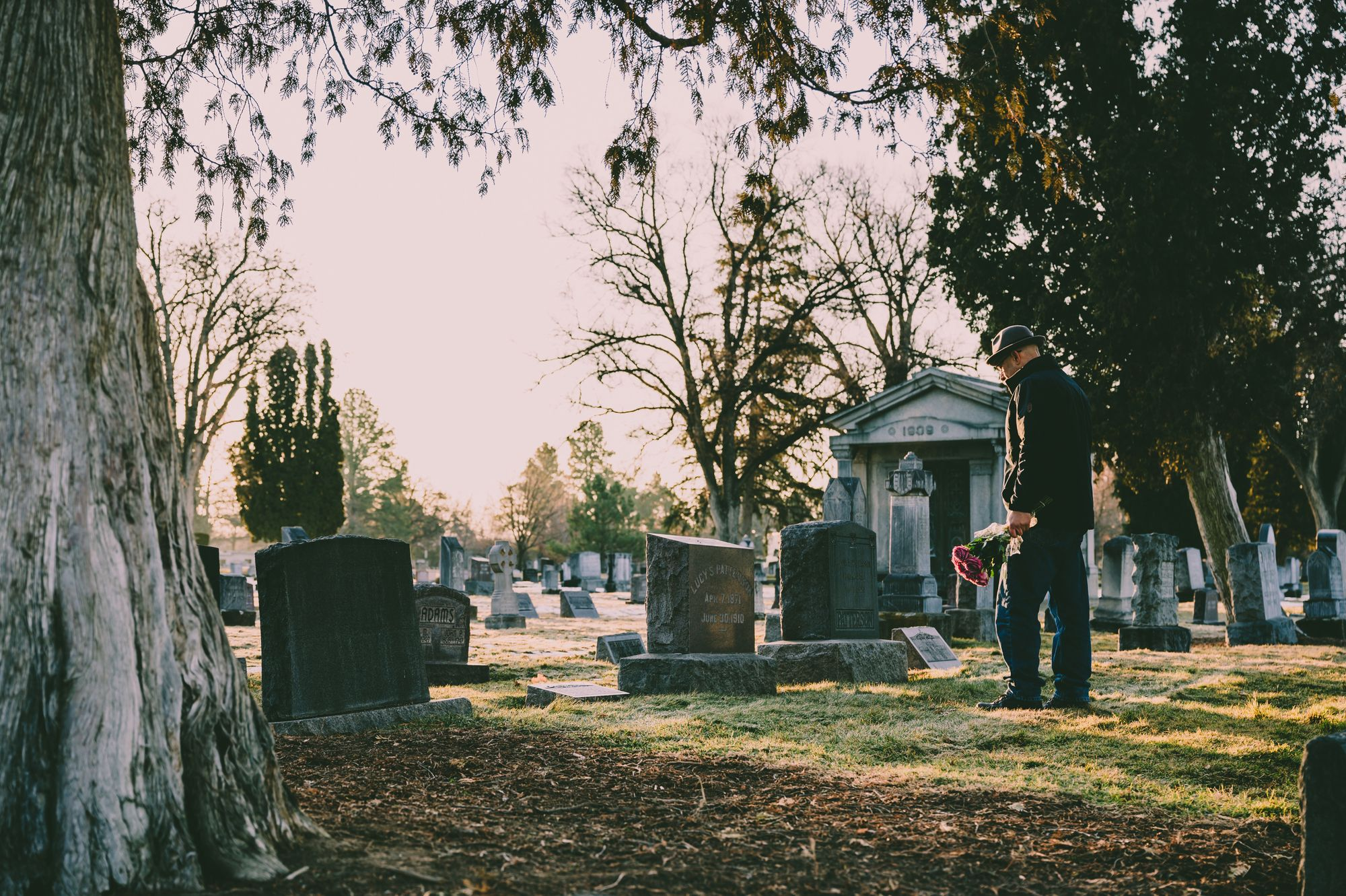 Funeral and Memorial Etiquette Tips for Wakes, Viewings and Visitations