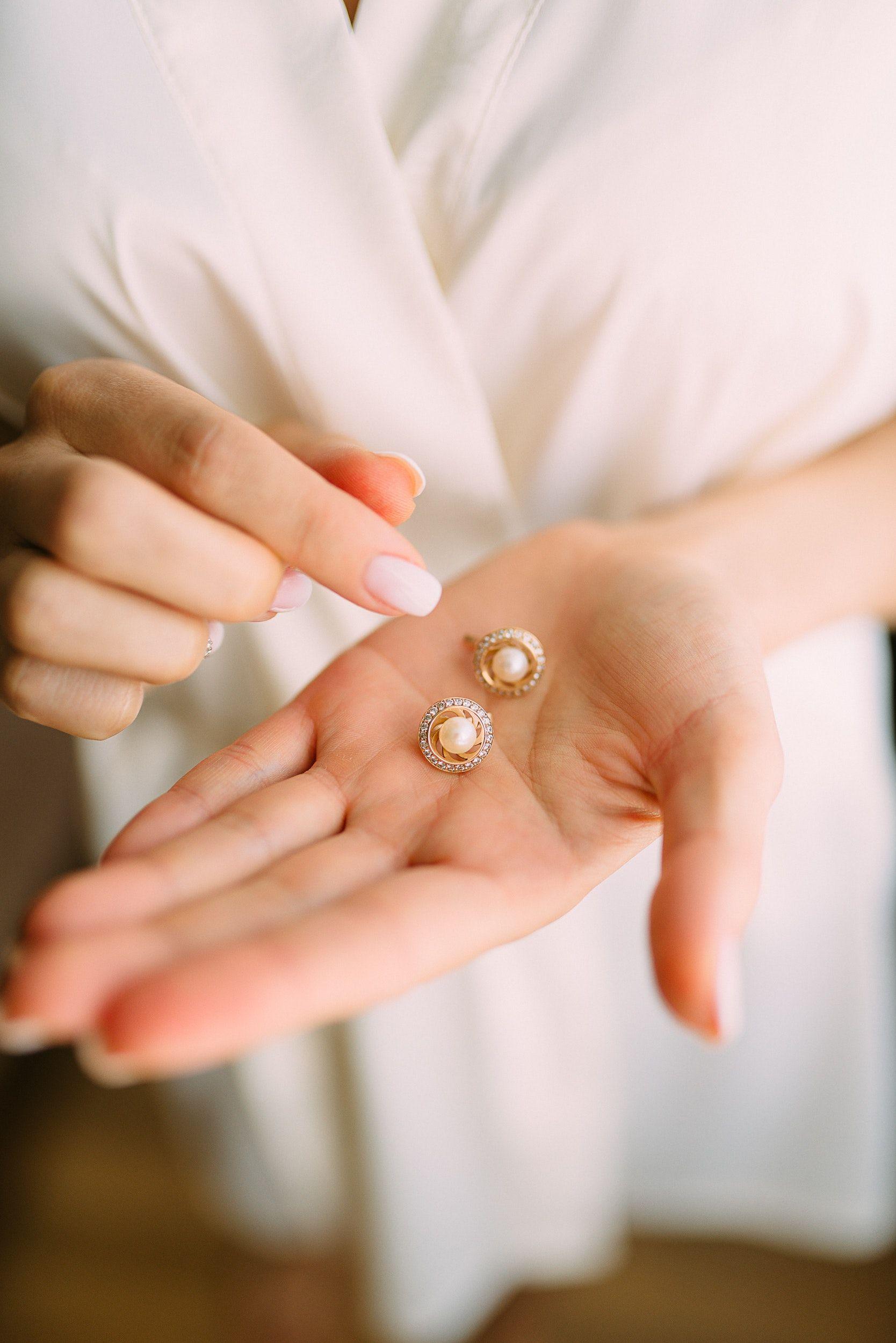 Family Heirlooms: Let Them Go or Cherish as a Treasured Keepsake?